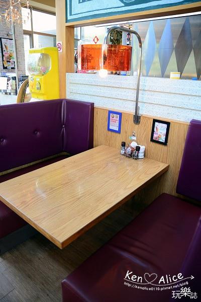 104.06NY Bagels Cafe02.jpg